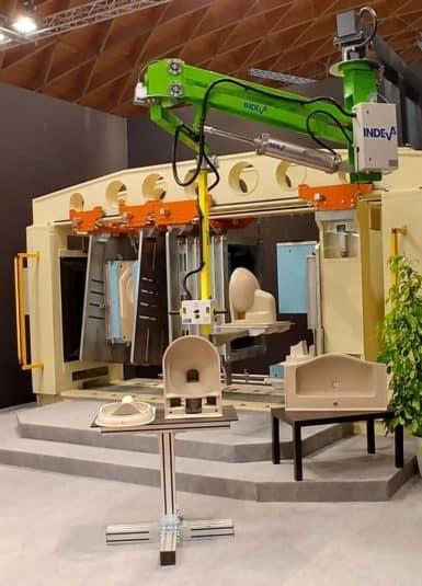 Scaglia INDEVA con i suoi manipolatori industriali, incrementa ergonomia e produttività all'interno dei cicli di lavorazione, in particolare grazie alle caratteristiche di auto-bilanciamento e sensibilità, che permettono la movimentazione di sanitari in totale sicurezza.