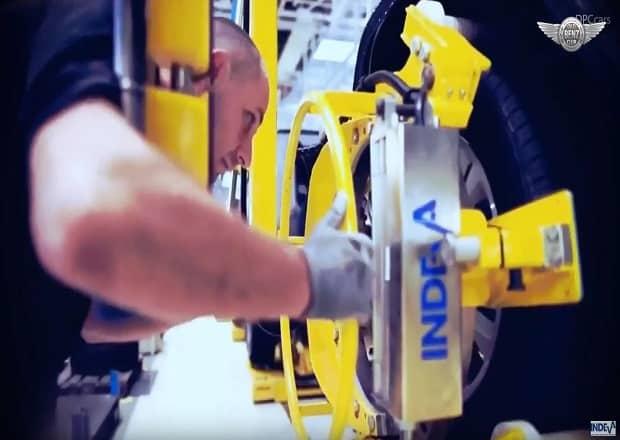 Mercedes-Benz utilizza i manipolatori INDEVA per la movimentazione nel suo plant produttivo