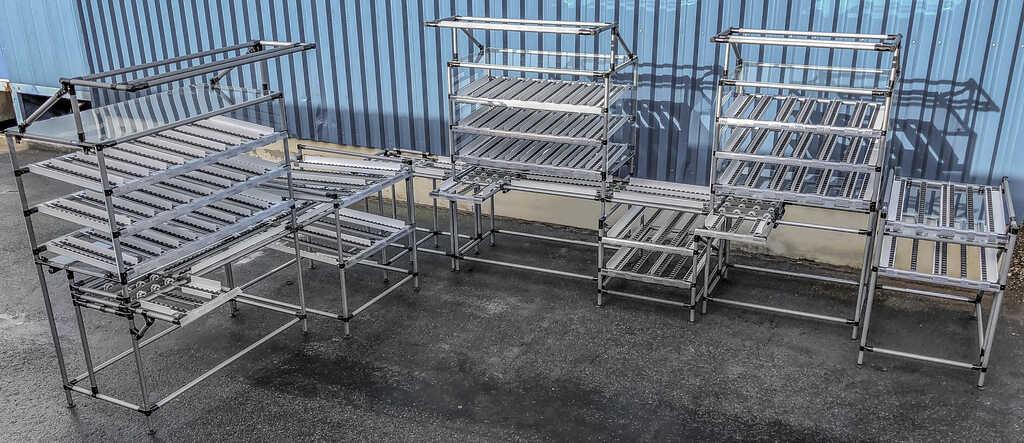 Le nostre postazioni di lavoro permettono all'operatore di raggiungere tutti i componenti, necessari allo svolgimento del proprio lavoro, in modo facile ed ergonomico, senza doversi piegare, spostare o girare.