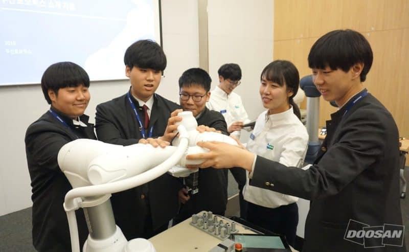 cobot Doosan designato il robot collaborativo ufficiale della gara di competenze tecnologiche in Coreale