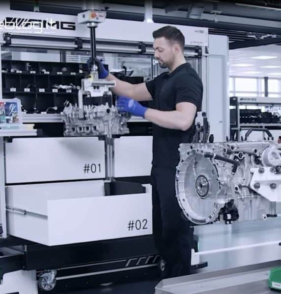 Handling and positioning engine in a restricted area very precisely