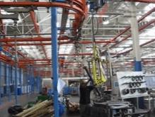 Manipulación de ciindros hidraulicos pesados con la ayuda de los sistemas inteligentes de Scaglia INDEVA, ergonomía y seguridad a su servicio.