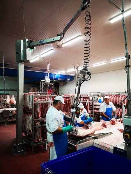 Industria Alimentare: movimentazione di carni con manipolatore in acciaio inox